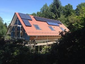 Autarkes Haus in Krofdorf mit 10 kWh Lithiumakku, ca. 3kwp Photovoltaik und Flüssiggasgenerator.
